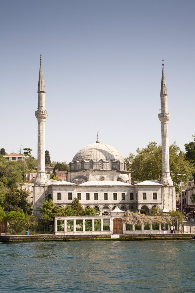 Stock Photo: 4290-3648 Beylerbeyi Mosque, Uskudar, on the Asian side of the Bosphorus, Istanbul, Turkey