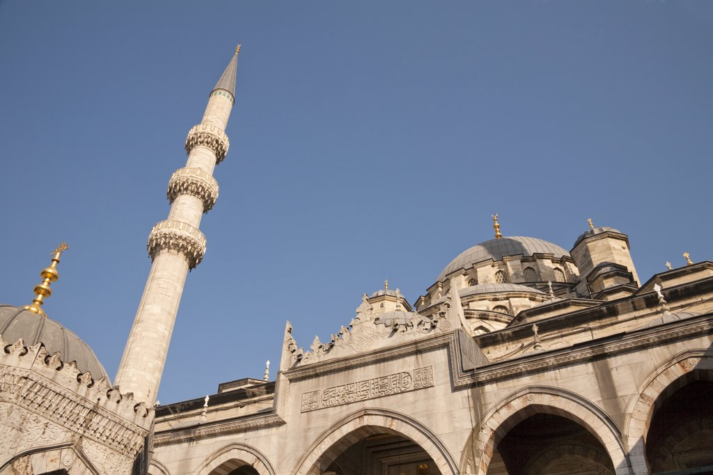 Stock Photo: 4290-3712 New Mosque, also known as Eminonu Yeni Camii, Eminonu, Istanbul, Turkey