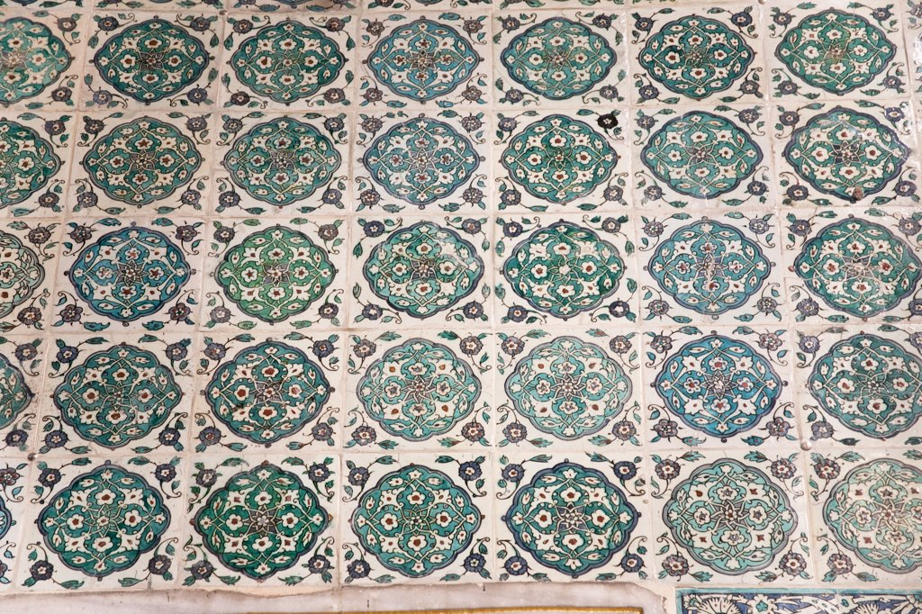 Stock Photo: 4290-3829 Ceramic tiled wall in The Harem, Topkapi Palace, also known as Topkapi Sarayi, Sultanahmet, Istanbul, Turkey