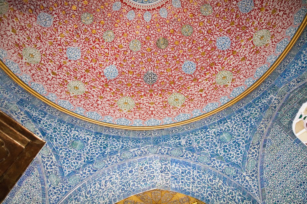 Ceiling and wall in Baghdad Pavilion, Topkapi Palace, also known as Topkapi Sarayi, Sultanahmet, Istanbul, Turkey : Stock Photo