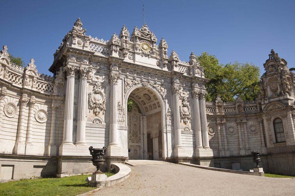 Sultan's Gate, also known as the Royal and Imperial Gate, Dolmabahce Palace, Istanbul, Turkey : Stock Photo