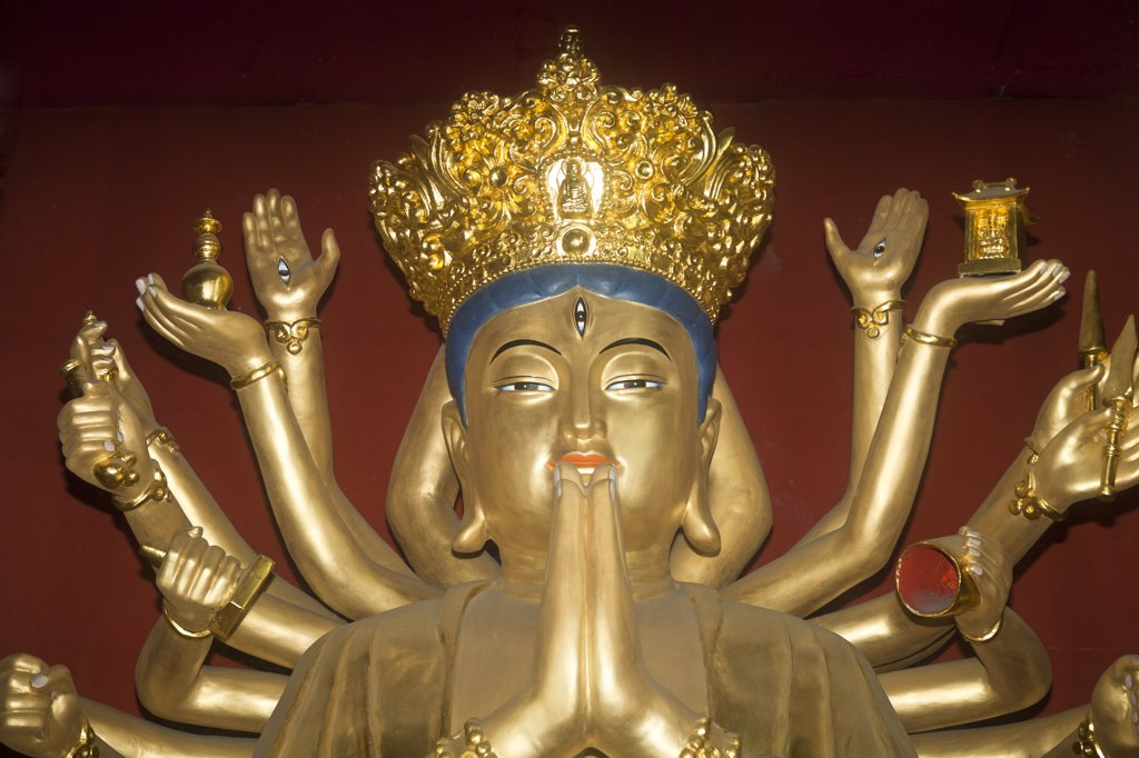 Stock Photo: 4290-4748 A golden Buddha, Wenshu Temple, Chengdu, Sichuan Province, China