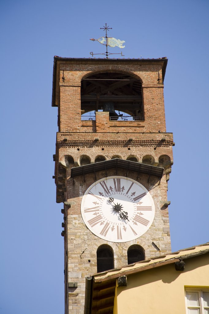 Torre Civica delle Ore, clock tower, Via Fillungo, Lucca, Tuscany, Italy : Stock Photo