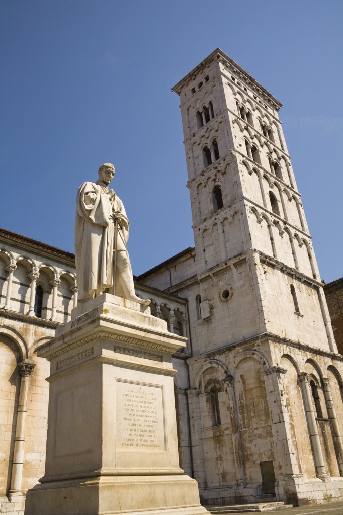 San Michele in Foro Church and Francesco Burlamacchi statue, Piazza San Michele, Lucca, Tuscany, Italy : Stock Photo