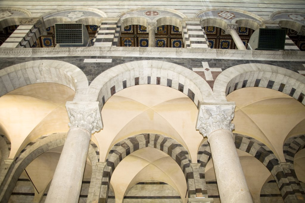 Stock Photo: 4290-4856 Arches and ceiling inside the cathedral, Piazza del Duomo, Pisa, Tuscany, Italy