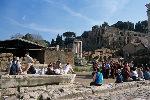 Stock Photo: 4290-5129 Tourists in front of the Temple of Vesta, the Forum, Rome, Italy