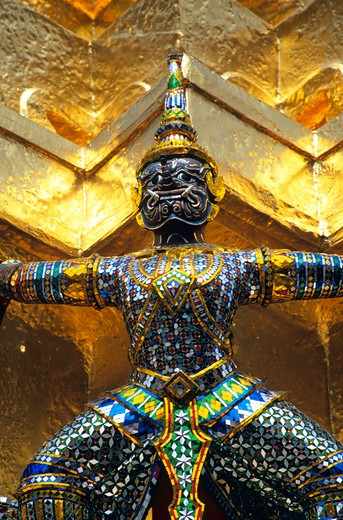 Guardian mythical demon supporting golden chedi, Grand Palace, Bangkok, Thailand : Stock Photo