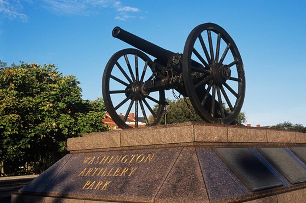 Stock Photo: 4290-5486 Cannon on Washington Artillery Park plinth, near Jackson Square, French Quarter, New Orleans, Louisiana, USA