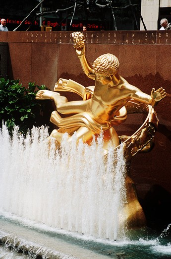 Stock Photo: 4290-5511 Paul Manship's Statue of Greek legend Prometheus and fountain outside the Rockefeller Center, New York, USA
