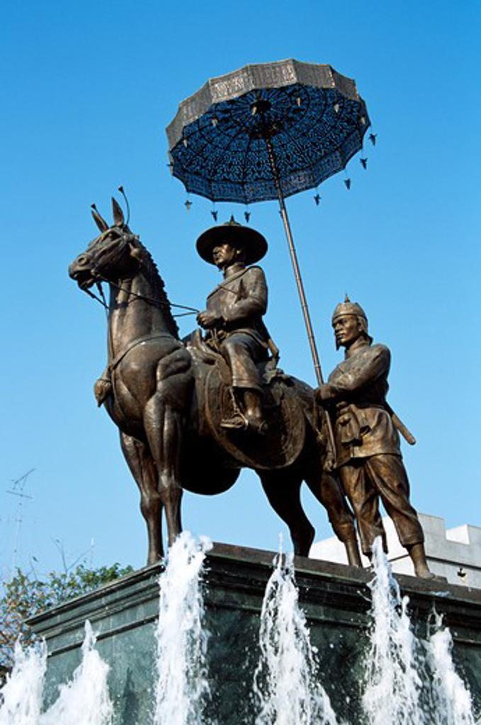 Stock Photo: 4290-6159 Statue of King Naresuan, Phitsanulok, Thailand