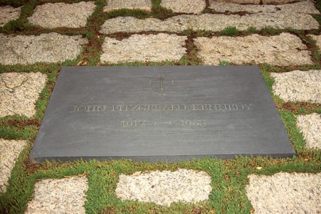 Stock Photo: 4290-6216 President John Fitzgerald Kennedy grave, Arlington National Cemetery, Virginia, USA