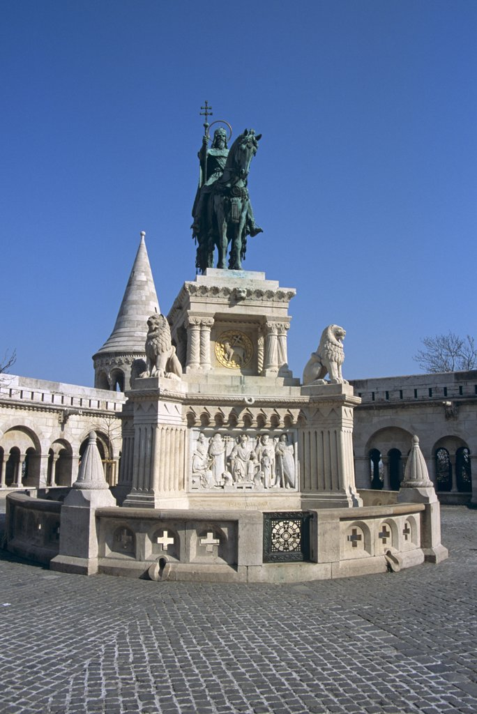 Stock Photo: 4290-6677 Fishermen's Bastion and Saint Stephen's (Szent Istvan) equestrian statue, Trinity Square, Castle Hill, Budapest, Hungary