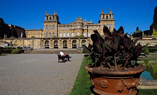 Stock Photo: 4290-7446 Blenheim Palace, Woodstock, near Oxford, Oxfordshire, England. Water fountains in wall, large plant pot, lower water terrace