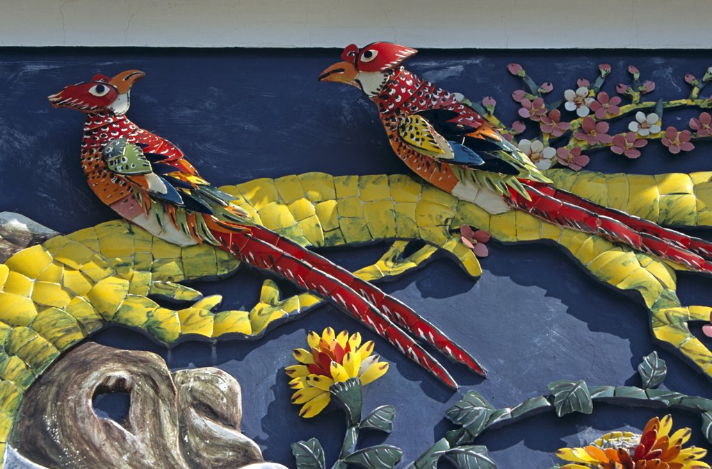 Pair of mosaic birds on wall, Pak Tai Temple, Cheung Chau Island, Hong Kong, China : Stock Photo
