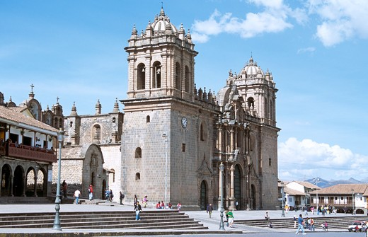 The Cathedral, part of three church complex including El Triunfo and Iglesia Jesus y Maria, Plaza de Armas, Cusco, Peru : Stock Photo