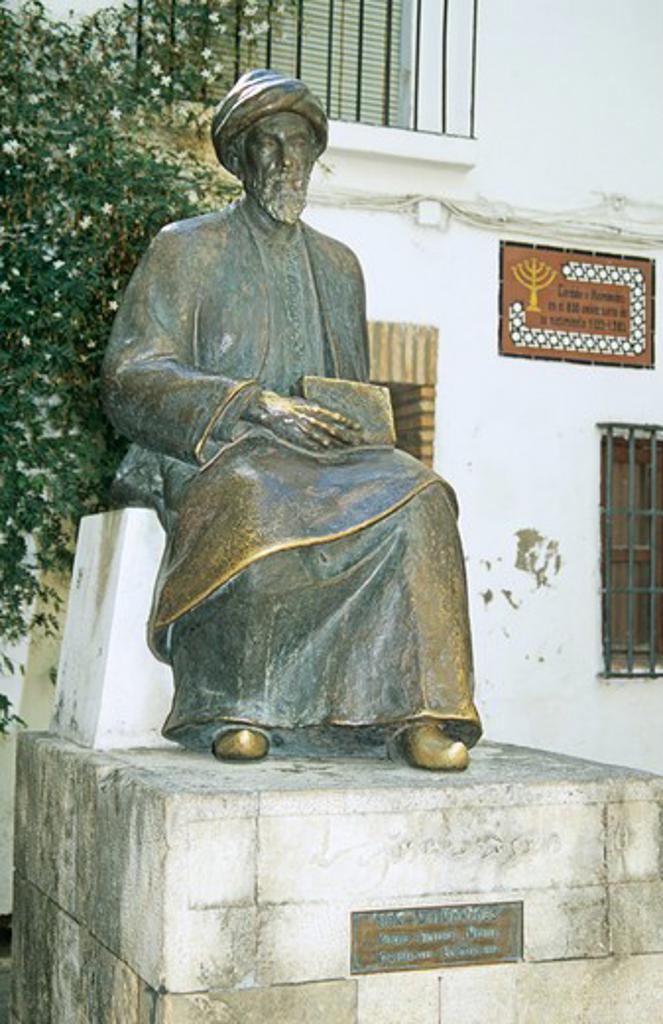 Stock Photo: 4290-8606 Ben Maimonides statue, Calle, Judios, Tiberiadus Square, Jewish Quarter, Cordoba, Spain