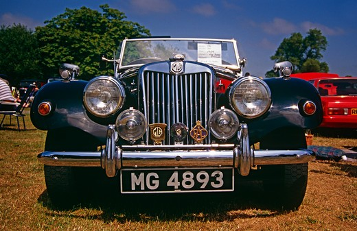 Stock Photo: 4290-8716 1954 MG model TF vintage and classic car, Newbury, England