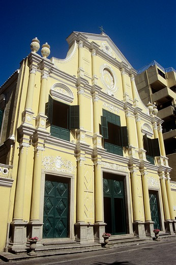 Stock Photo: 4290-8899 Saint Dominic's Church, Leal Senado Plaza, Macau, China