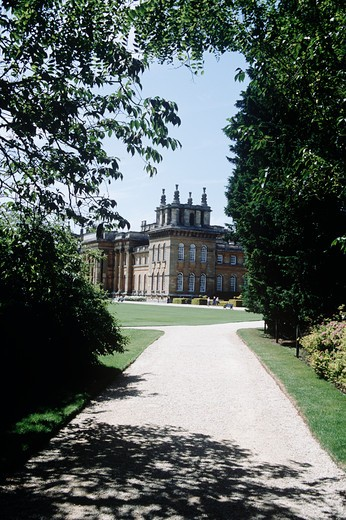 Stock Photo: 4290-8941 Blenheim Palace, Woodstock, near Oxford, Oxfordshire, England. Looking along path to visitors and Palace.
