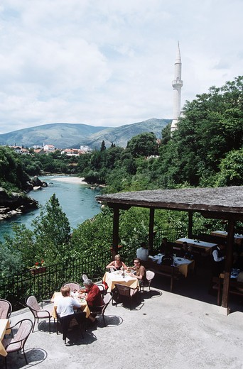 Stock Photo: 4290-9046 Tourists dining outside beside Neretva River, Mostar, Bosnia Herzegovina, Former Yugoslavia