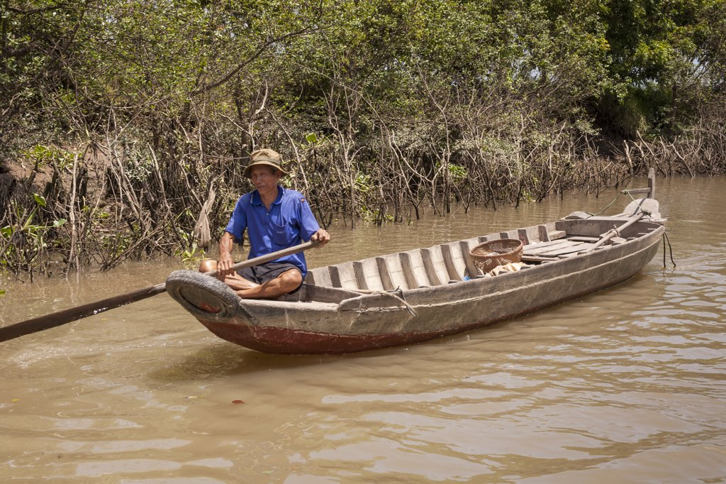 Stock Photo: 4290-9235 Vietnam, Mekong River Delta, Cai Be, Vietnamese man rowing long boat