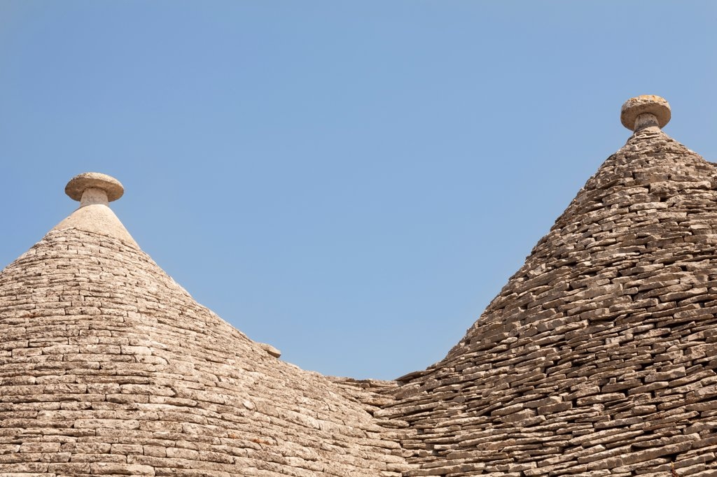 Conical dry stone roof of a trulli house, Rione Monti, Alberobello, province of Bari, in the Puglia region, Italy : Stock Photo