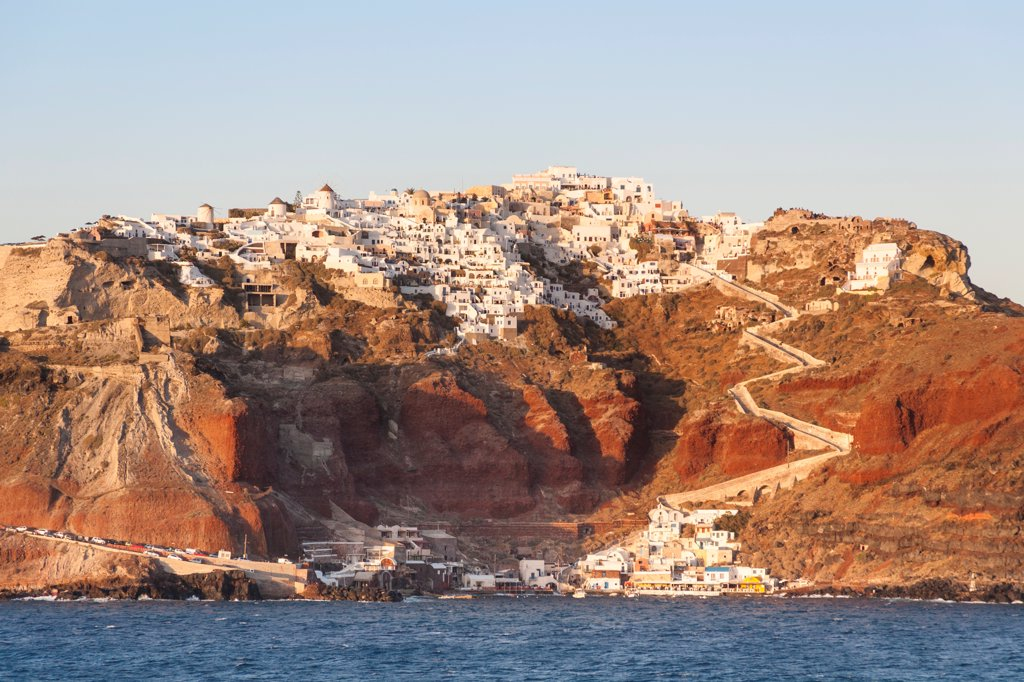 The clifftop village of Oia, on the Greek island of Santorini, Greece : Stock Photo