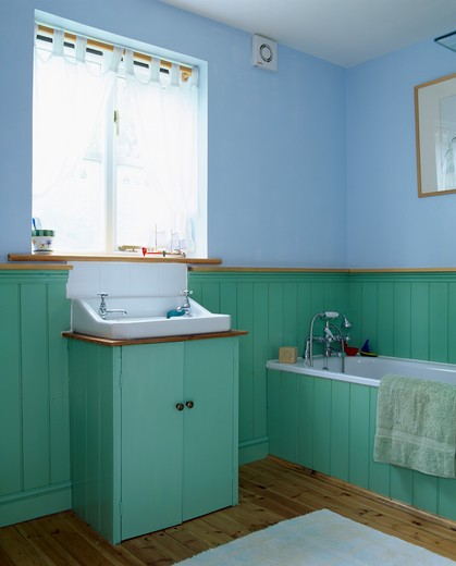 Turquoise tongue and groove panelling in pastel blue bathroom : Stock Photo