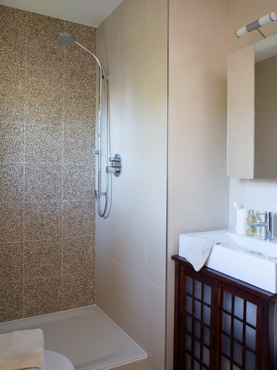 Stock Photo: 4291-16267 Walk-in shower with pebble wall tiles and rectangular white basin