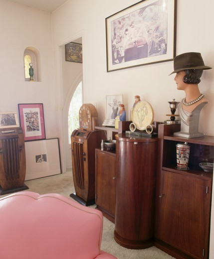 Stock Photo: 4291-24666 Thirties busts on Art-Deco sideboard in retro living room