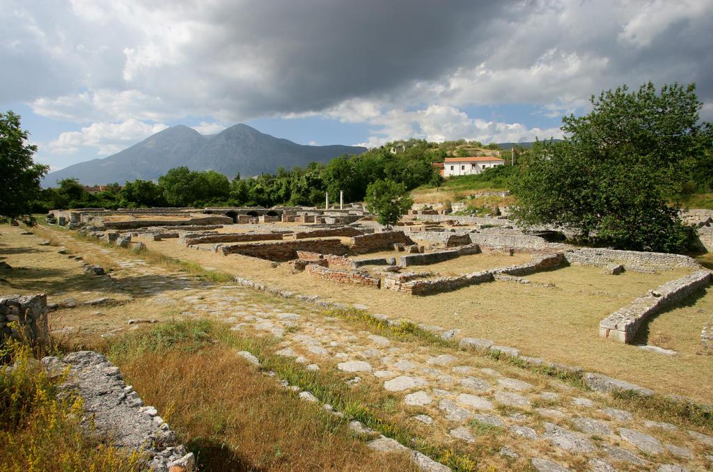 Italy, Abruzzo, L'Aquila, Albe,ancien site : Stock Photo