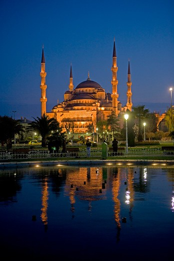 Turkey, Istanbul, Sultanhamet Mosque, Blue Mosque at dusk : Stock Photo