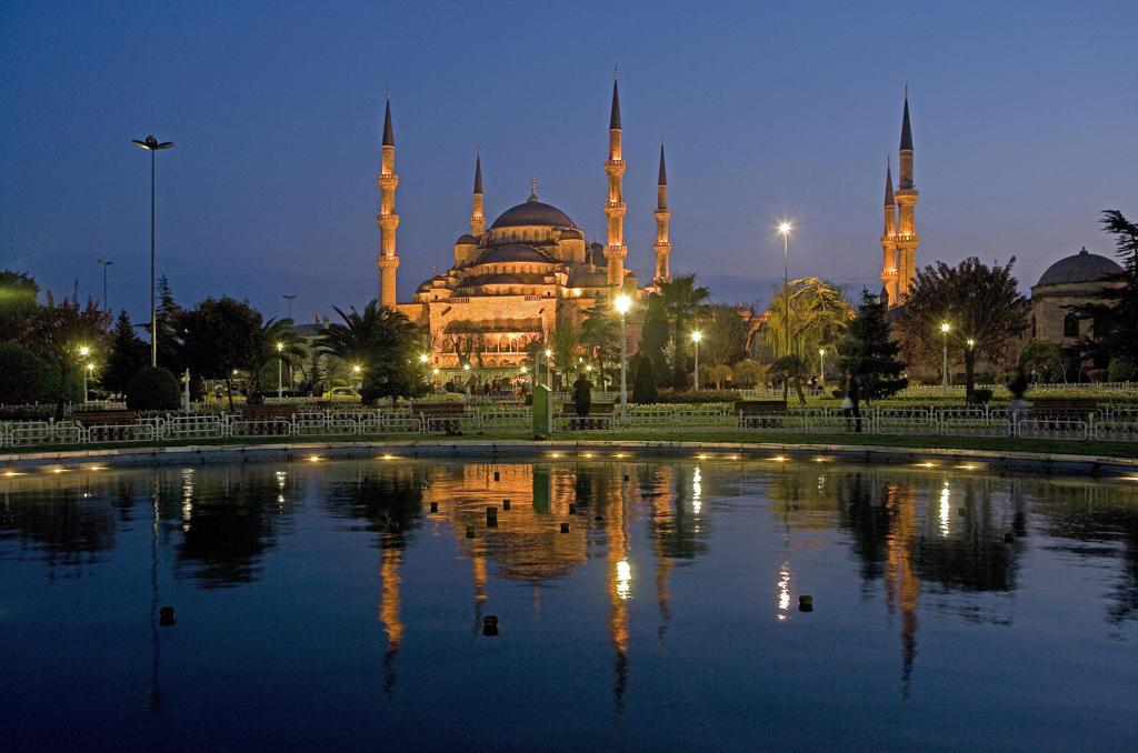 Turkey, Istanbul, Sultanhamet Mosque, Blue Mosque at dusk : Stock Photo