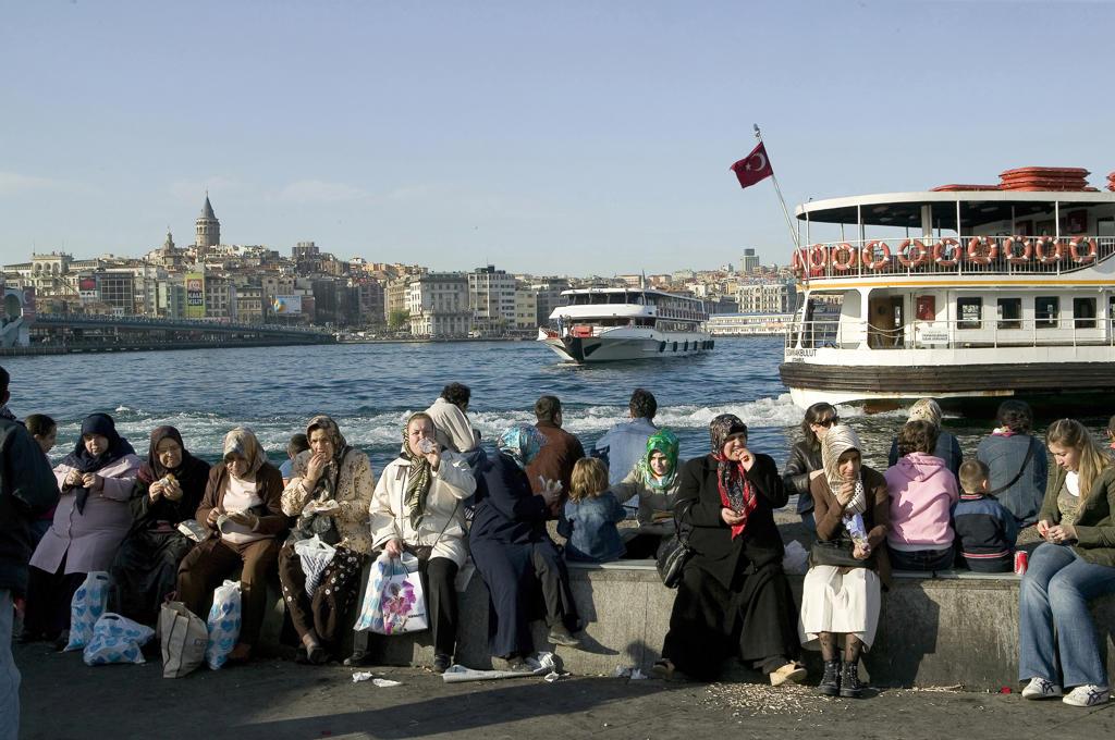 Turkey, Istanbul, Bosphorus, Eminou ferry pier : Stock Photo