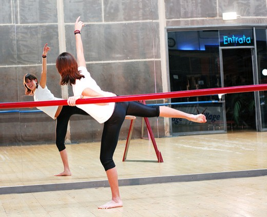 Dancer training in ballet studio : Stock Photo
