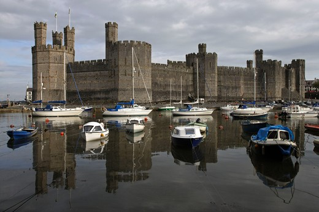 Stock Photo: 4292-106611 Uk, Wales, Caernarfon, Edward 1st largest castle in Wales, Gwynedd
