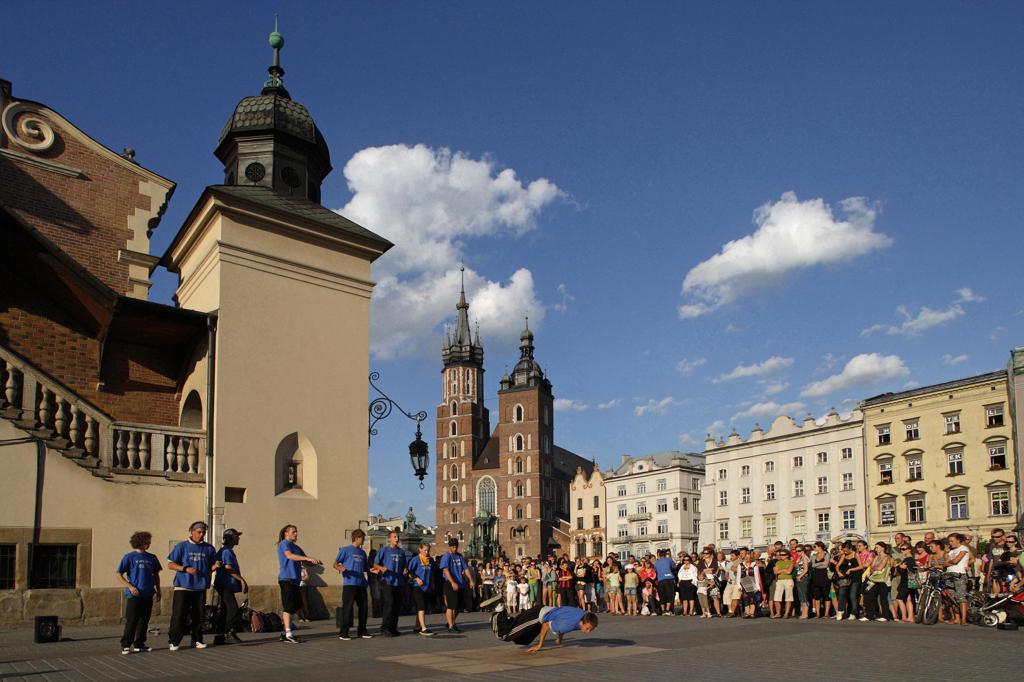 Stock Photo: 4292-106822 Poland, Krakow, Main Market Square, Sukiennice (Cloth Hall) and the Basilica of the Virgin Mary