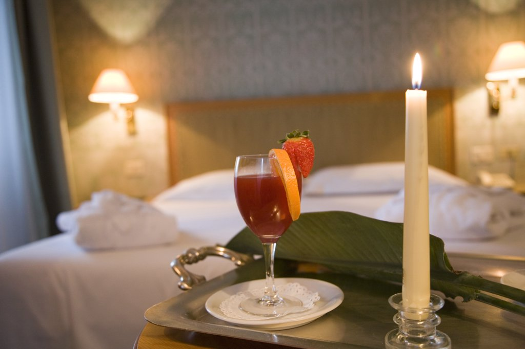 Stock Photo: 4292-107282 cocktail.bed room.