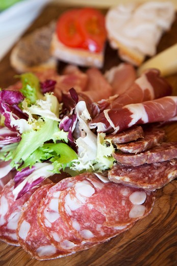 Stock Photo: 4292-108001 Tuscany, Salami and cheese