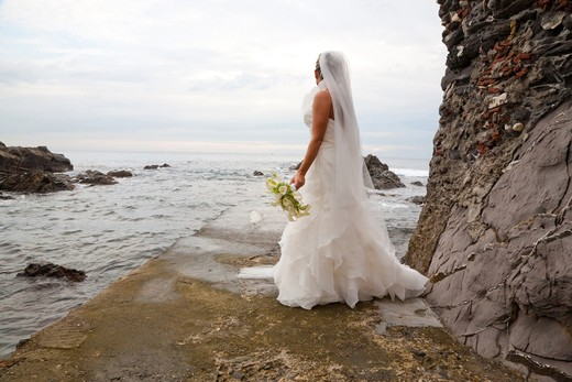 Italy, Liguria, Genoa Boccadasse, bride looking at sea : Stock Photo