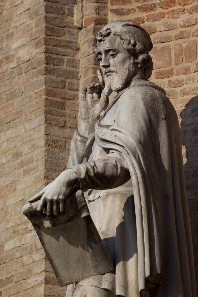 Stock Photo: 4292-11269 Italy, Emilia Romagna, Parma, statues on municipal bulding