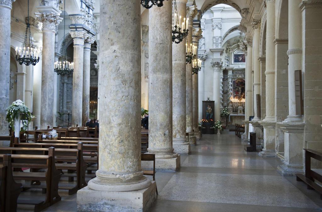 Stock Photo: 4292-114132 Italy, Apulia, Lecce, interiors of Santa Croce basilica