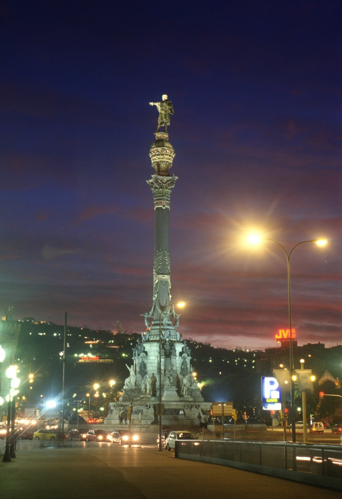Stock Photo: 4292-116854 Spain, Barcelona, Columbus monument at dusk