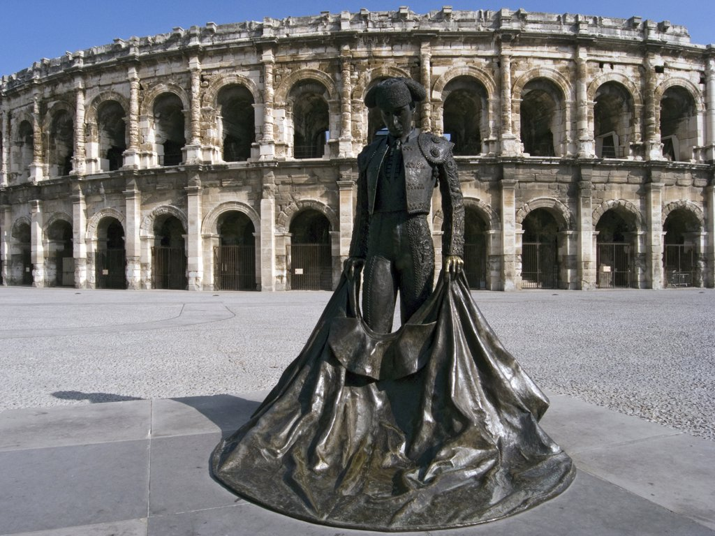 Stock Photo: 4292-117429 France, Languedoc Roussillon, Nimes, the Arena, Statue Torero.