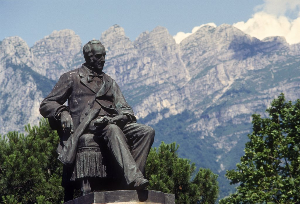 Stock Photo: 4292-117648 Italy, Lombardy, Lecco, Manzoni's monument