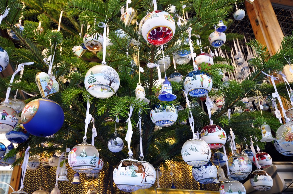 Stock Photo: 4292-118244 Baubles on christmas tree