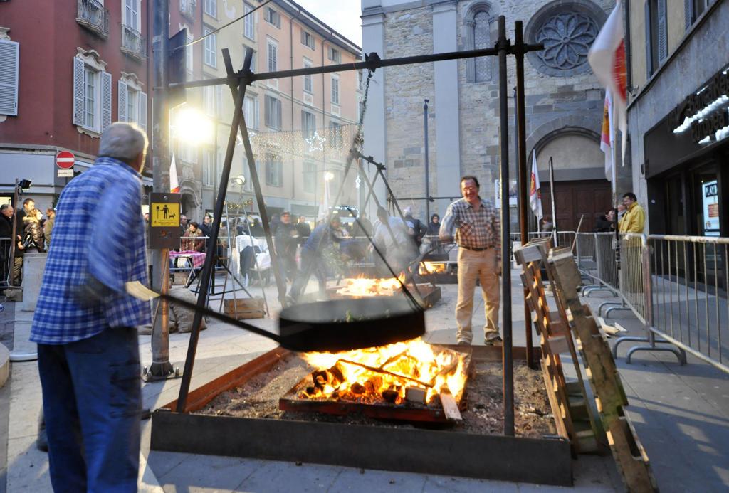 Stock Photo: 4292-118245 Italy, Lombardy, Bergamo Alta, chestnut festival