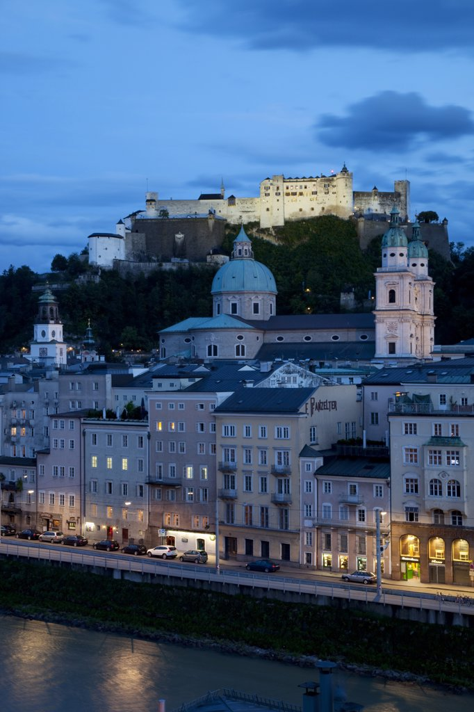 Stock Photo: 4292-119020 Austria, Salzburg, Hohensalzburg castle and town at dusk