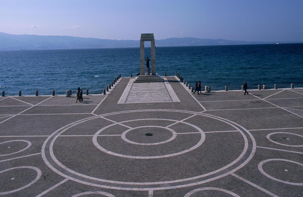 Calabria, Reggio Calabria, the promenade : Stock Photo
