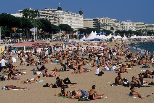 France, Provence, Cote d'Azur, Cannes, hotel and crowded beach with La Croisette : Stock Photo